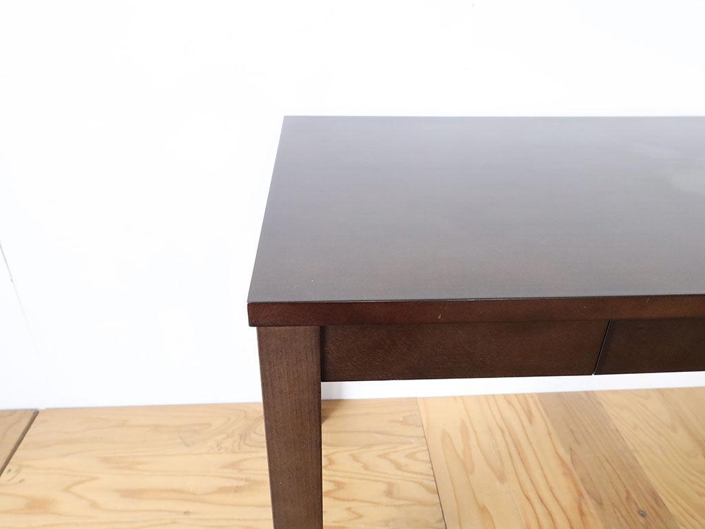 元のローテーブルの脚と雰囲気が同じになるよう塗装も色を合わせた