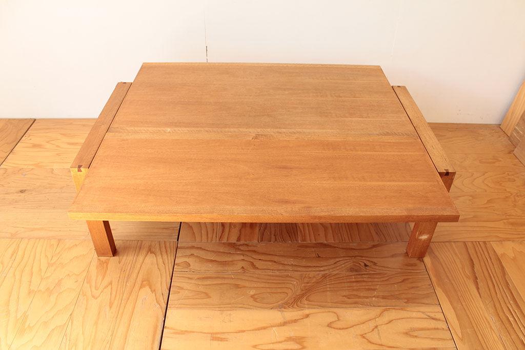 天板をスライドして伸縮できるローテーブル