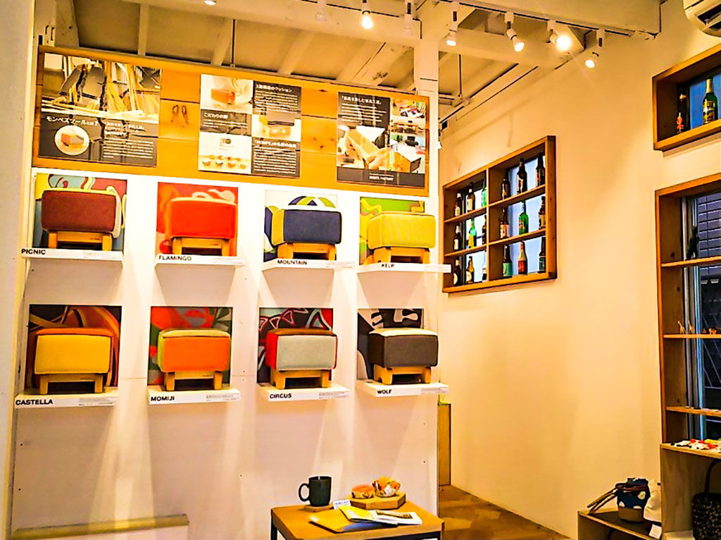 ルーツファクトリーのオリジナル家具を展示販売している東京店シモキタベース