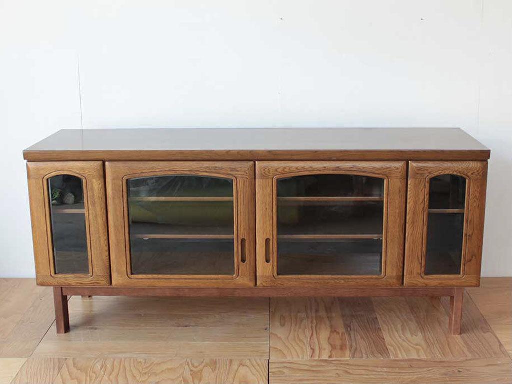 ガラス扉の食器棚をリメイクしたテレビボード