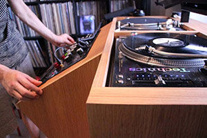DJブース&レコード棚の事例紹介 アイキャッチ
