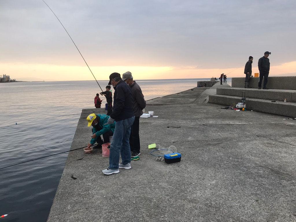 釣りにハマっているという社長に誘われ釣りポイントへ