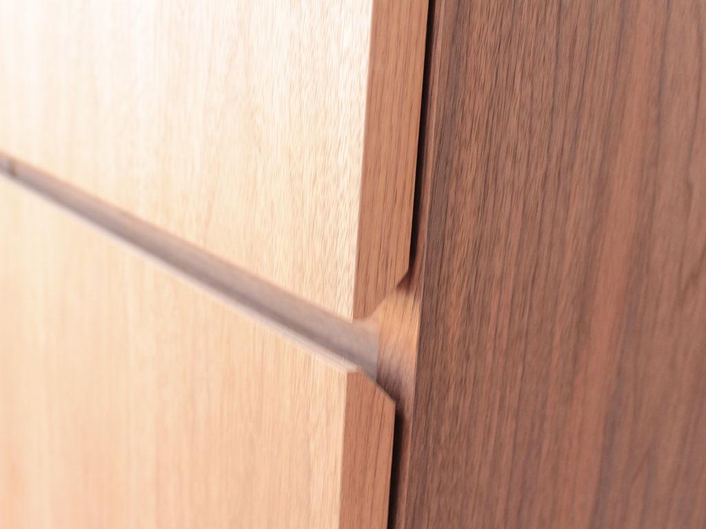 フラッシュ構造の芯材など家具の構成材に婚礼タンスの部材を使用してリメイク