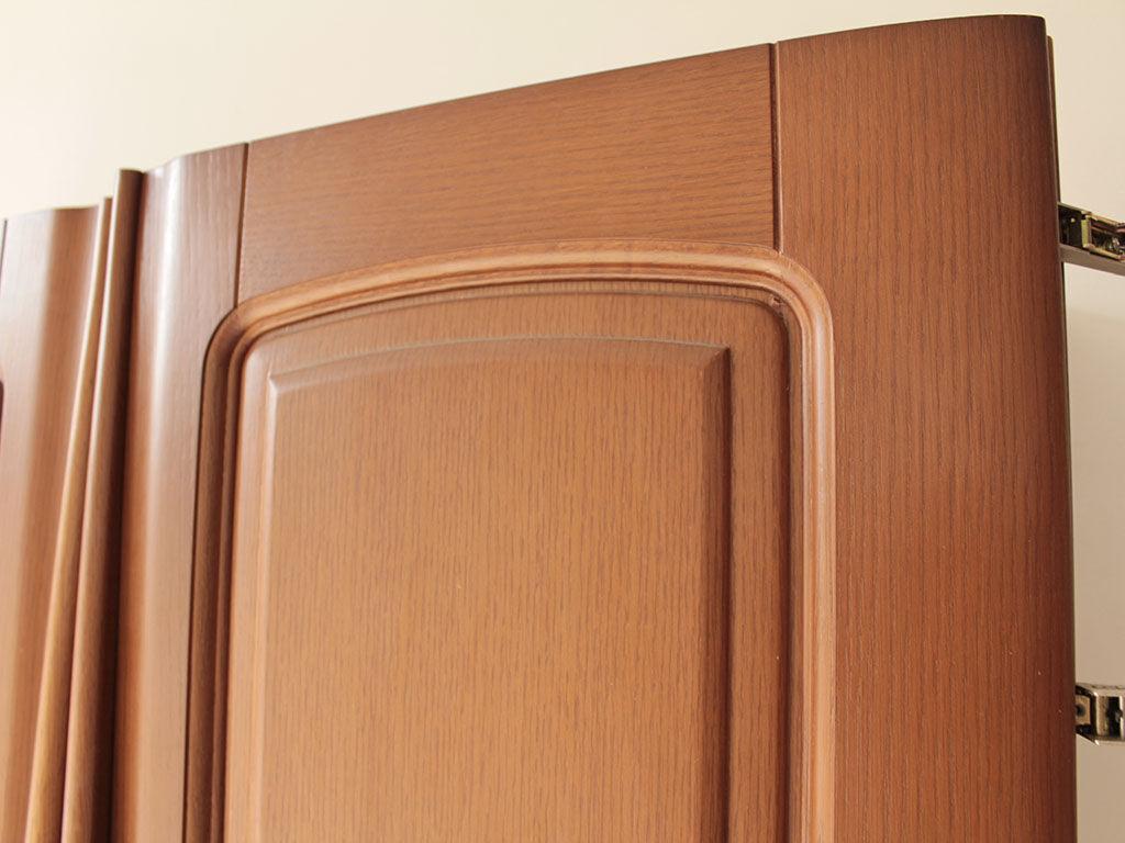 ベッドのヘッドボードに使用する洋服タンスの扉