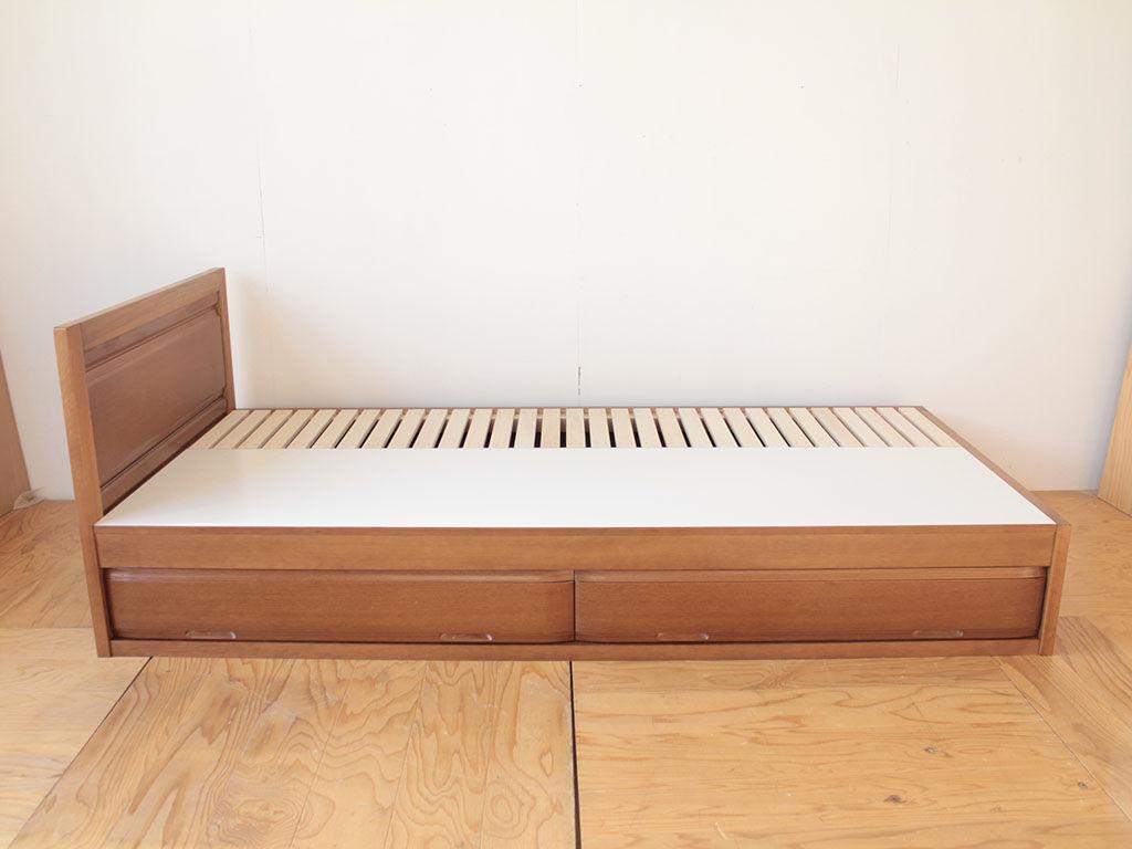 ベッド下収納に整理タンスの中段の引き出しを使用