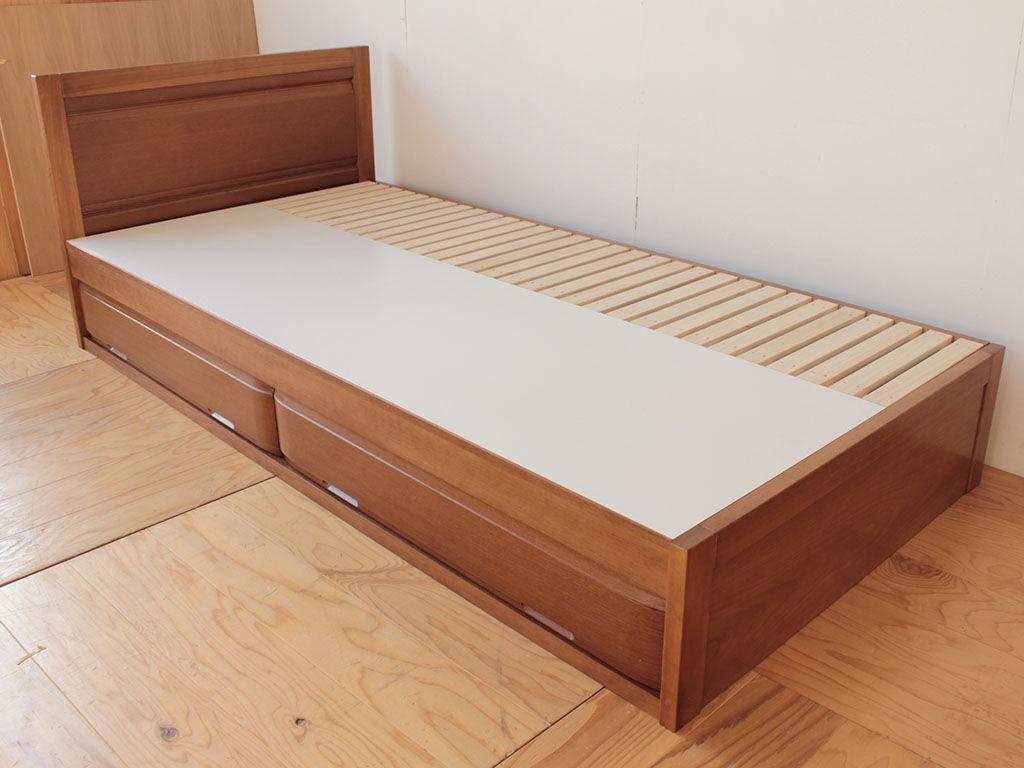 洋服タンスの扉と整理タンスの引き出しを生かしてリメイクしたシングルベッド