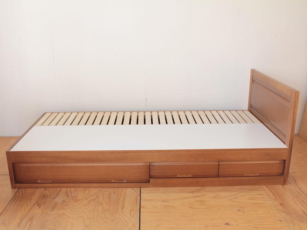 ベッド下収納に整理タンスの中段と最上段の引き出しを使用