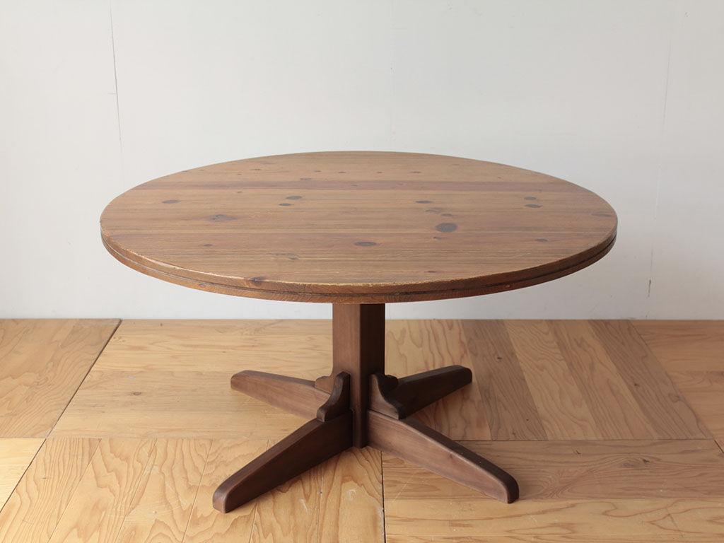 ちゃぶ台の天板を生かしてリメイクした1本脚のダイニングテーブル