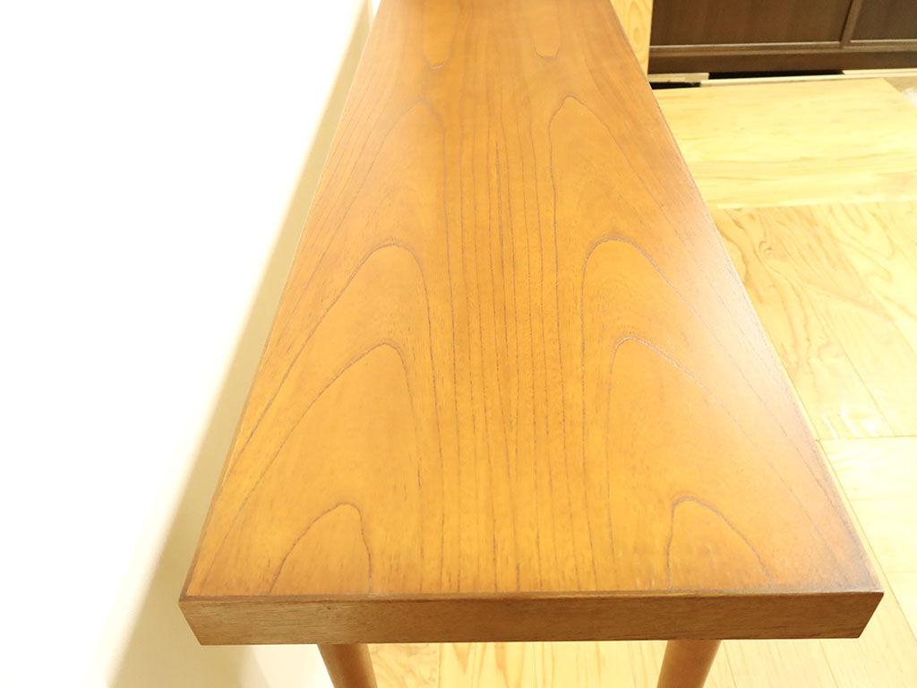 下駄箱の天板を磨き直し再塗装してリメイクしたテーブル