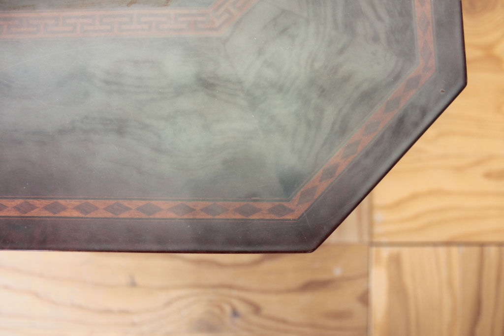 白濁や黄ばみが出てしまっていた象嵌細工入りのセンターテーブル