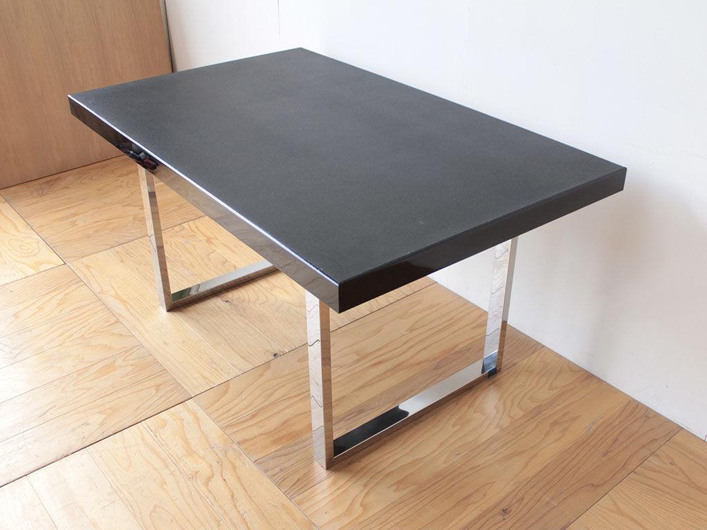 輪島塗りの座卓天板を生かしモダンにリメイクしたテーブル