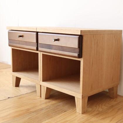 テレビボードの引き出しを生かし面影残しながらオーク材を組み合わせ軽やかな印象のナイトテーブルにリメイク