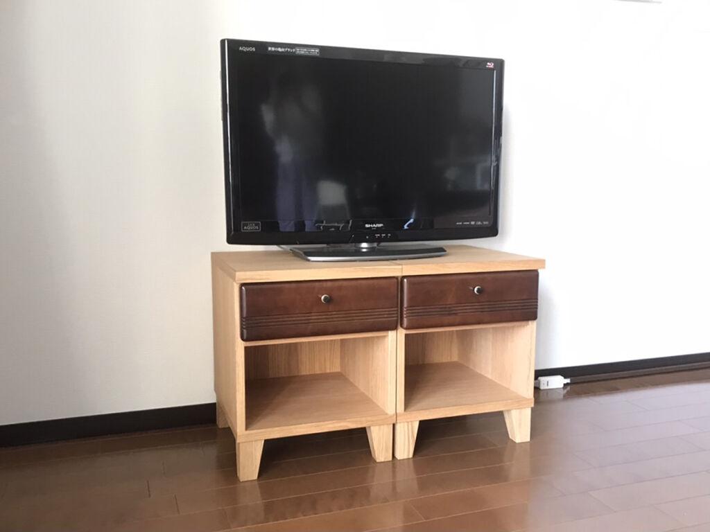 テレビ台としてもぴったりの大きさのナイトテーブル2台