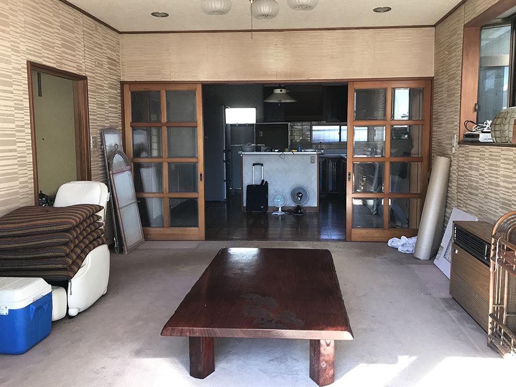 リフォーム前のお客様のお家とリメイクをご依頼いただいた座卓