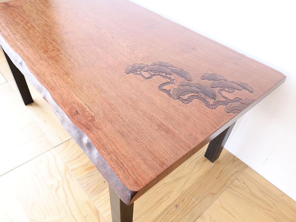 元の座卓の面影を残しながらモダンなダイニングテーブルにリメイク