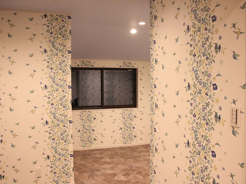 お部屋ごとに違う壁紙の素敵なお家
