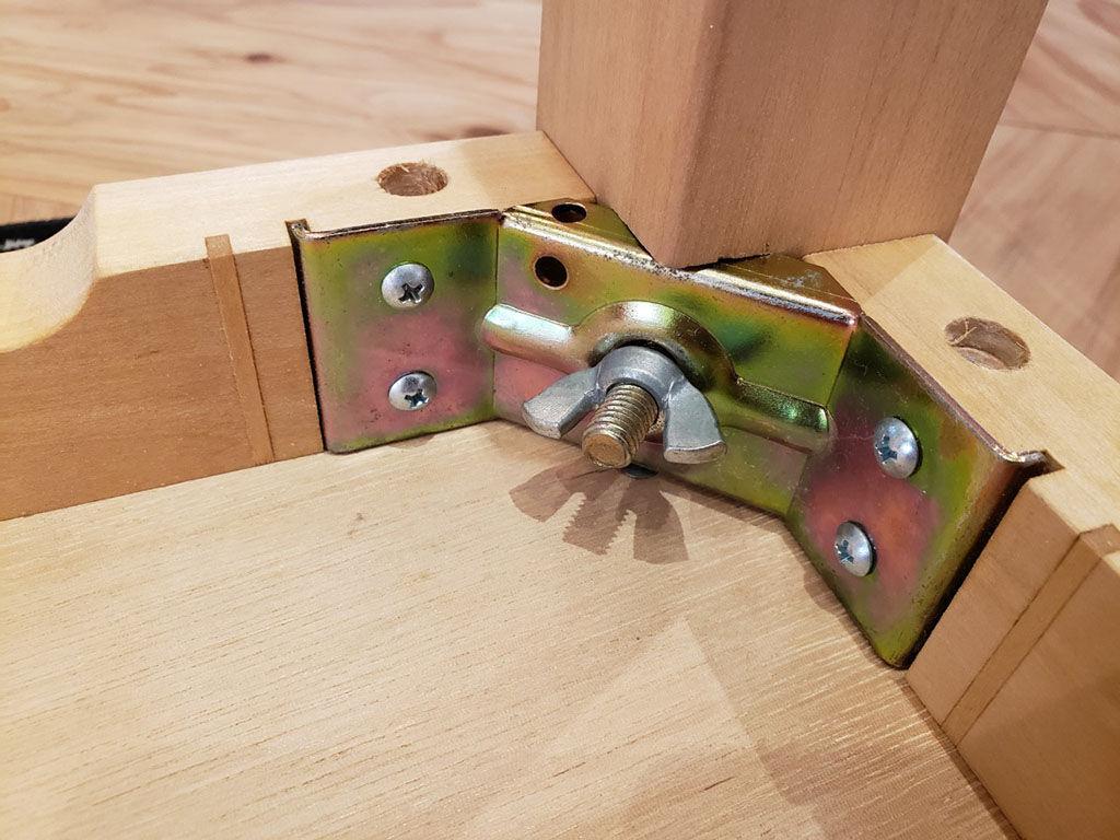 蝶ナットを締めるだけで簡単に組み立てられる『JYU-NI TABLE』