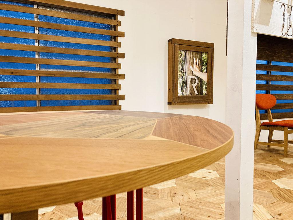 東京店シモキタベースの展示家具 足踏みミシンのリメイクテーブル