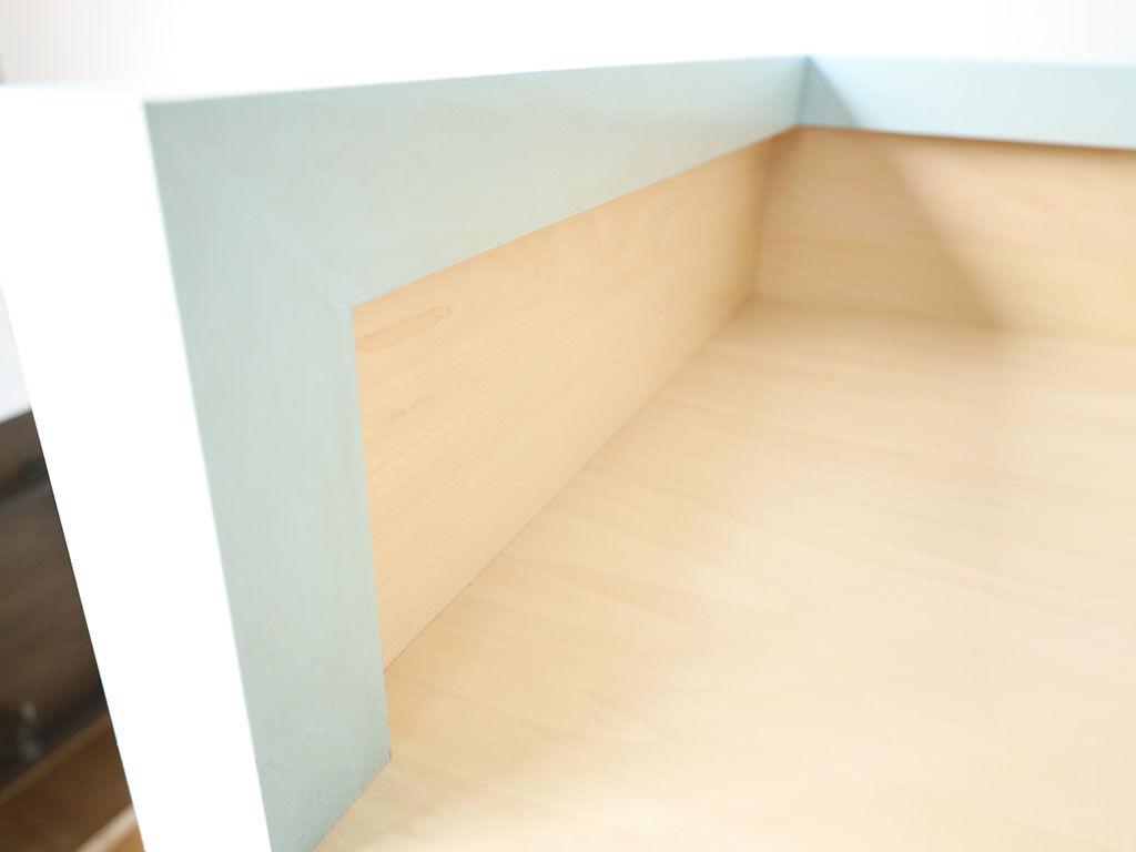 DJ機材設置スペースを確保しつつ外寸を抑えられるように工夫