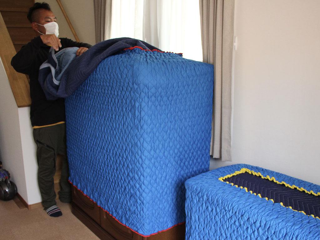 大型家具の搬入の様子