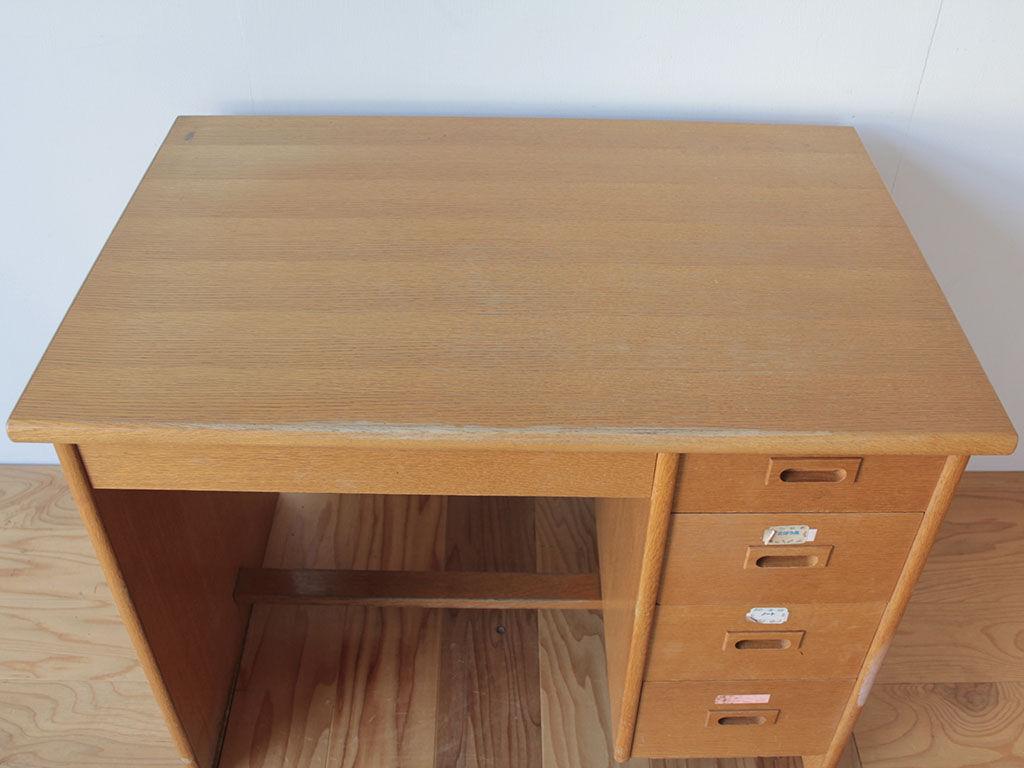 天板を生かして小さな折りたたみ式の座卓にリメイクしたいとご希望いただいた学習机