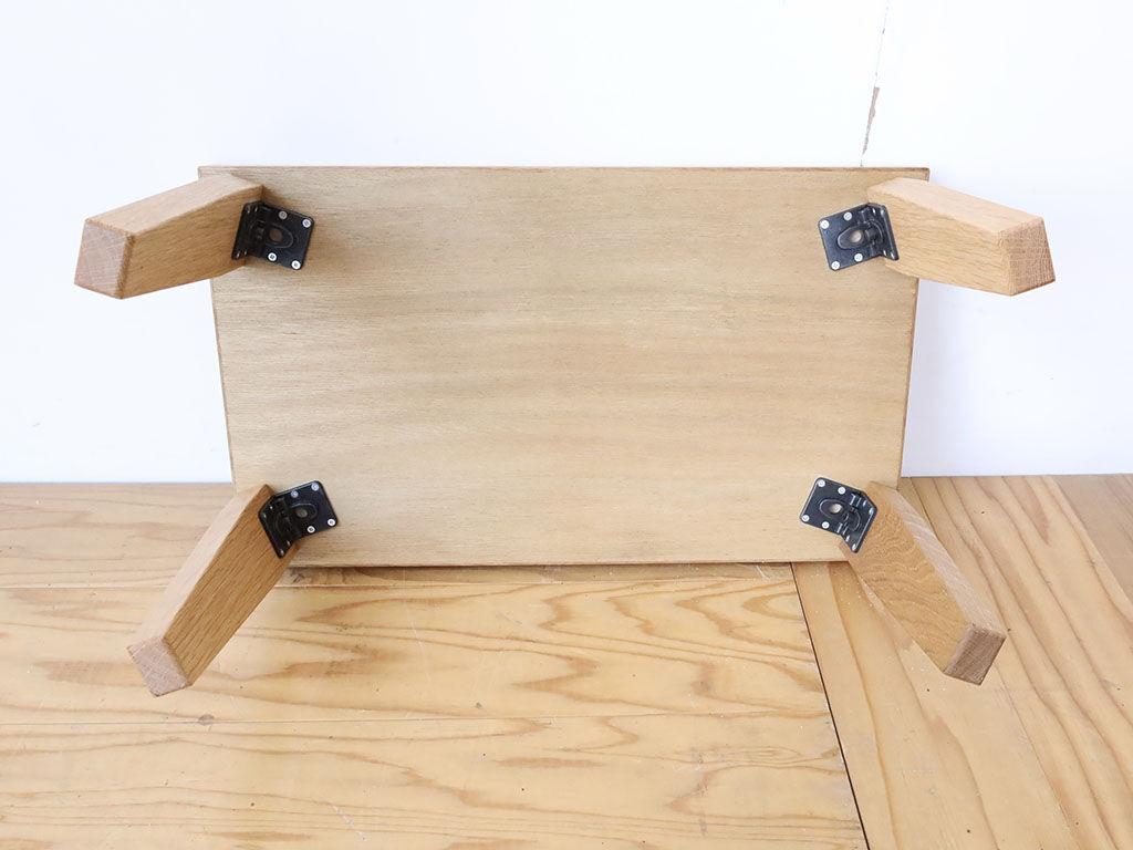 ワンタッチで折りたたむことのできる座卓の脚