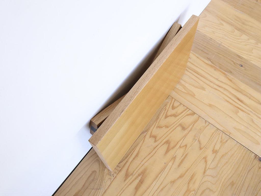 脚を折りたたむことができて省スペースで収納できる座卓