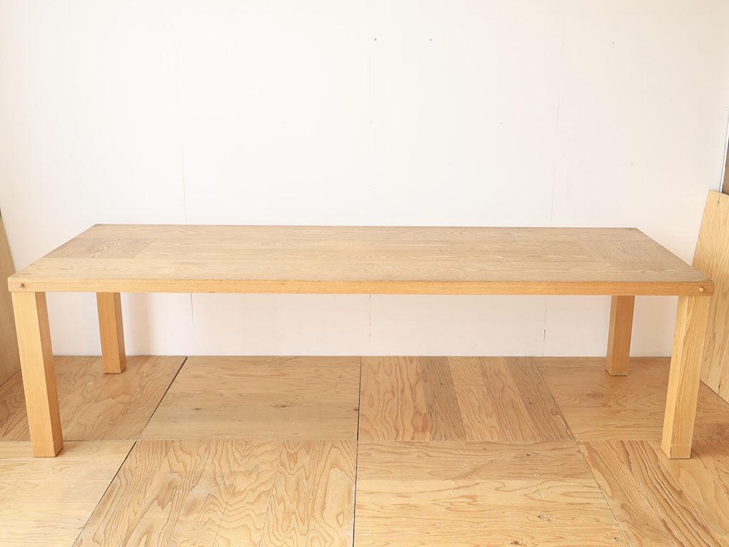塗装を変えたいとリメイクのご依頼をいただいた大きなダイニングテーブル