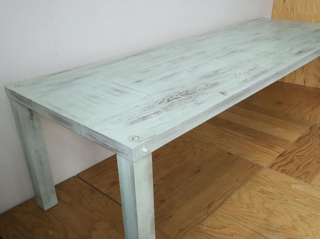 ナチュラルカラーのダイニングテーブルを抹茶色のアンティーク塗装にリメイク