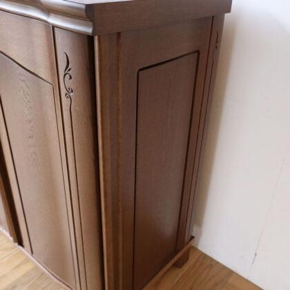 婚礼タンスの扉を本体の側板に生かしたリビングボード
