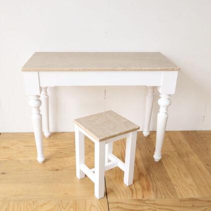 雰囲気そのままリサイズしたテーブルと天板の残り材からリメイクしたスツール