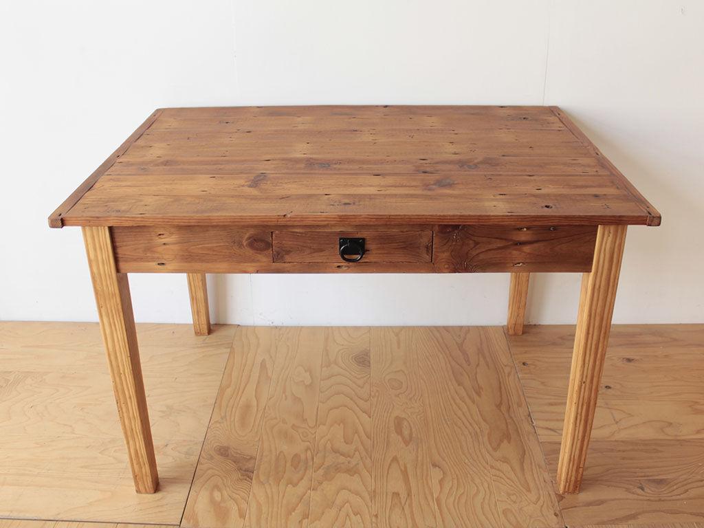 天板と脚を分解可能な仕様にリメイクしたダイニングテーブル