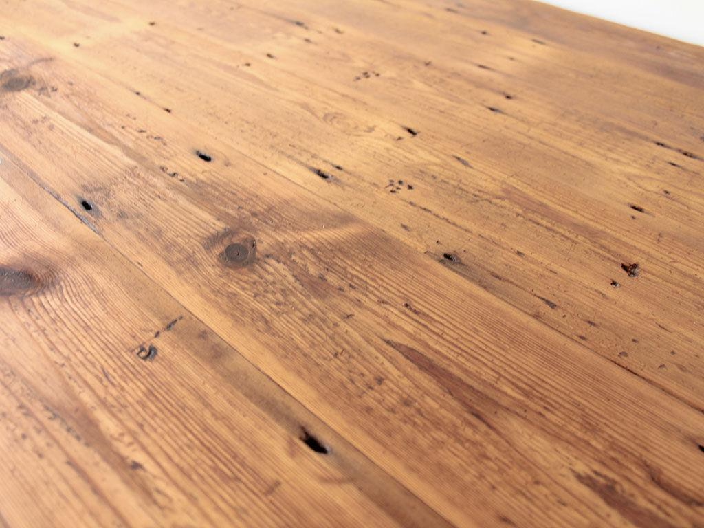 天板などの磨き直し&再塗装をさせていただいたテーブル