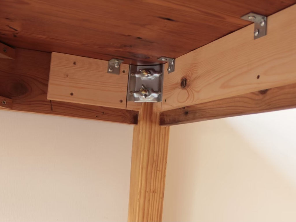 天板と脚を金物で組み立てできるようにアンティークテーブルをリメイク