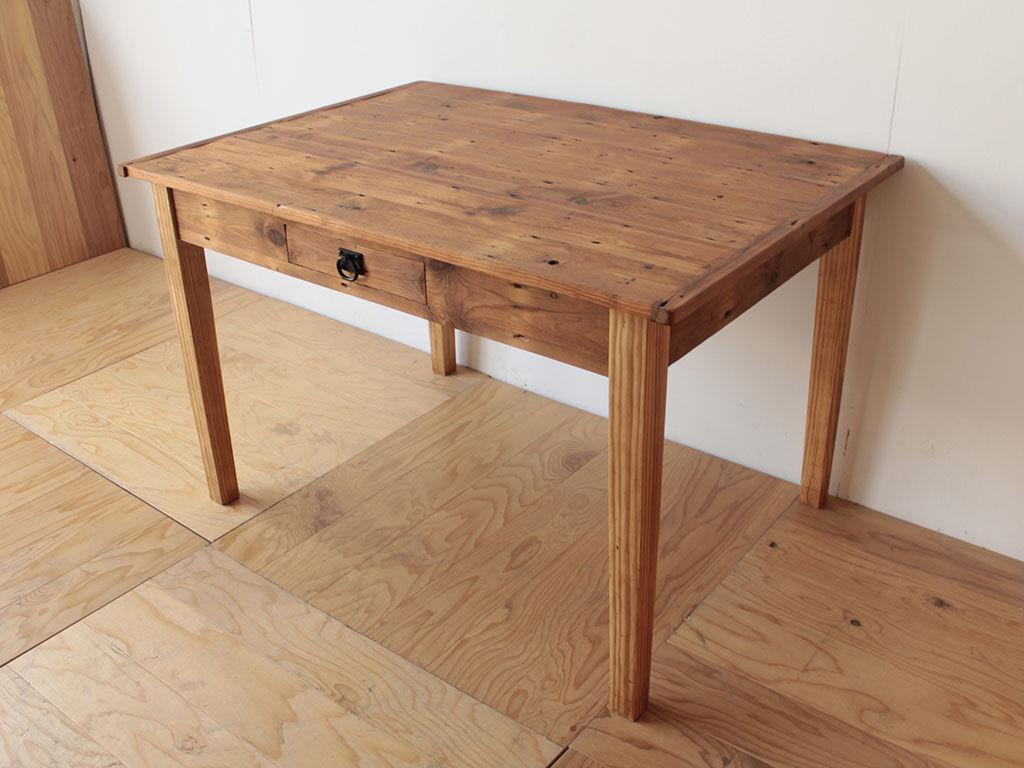 天板と脚を分解式にしてお客様のお引っ越し先に搬入できるようになったテーブル