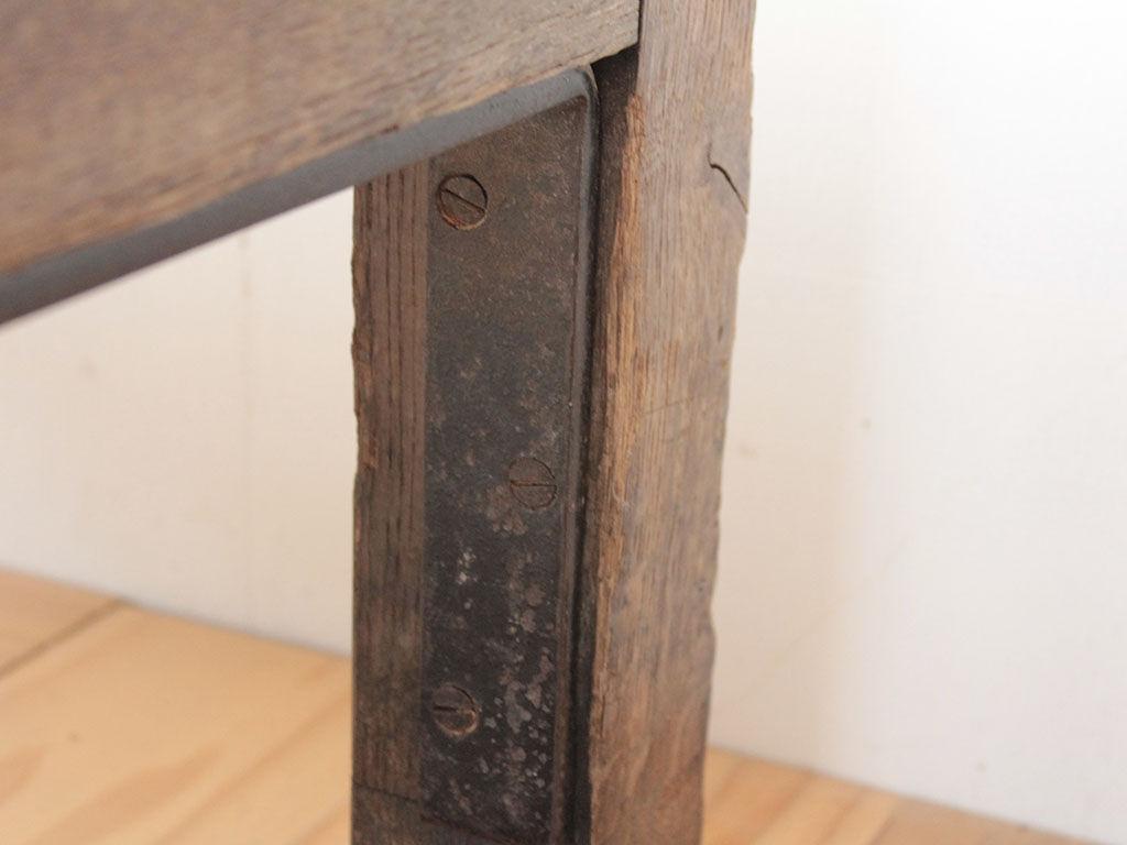 台風の浸水被害で錆びてしまったテーブルの金具