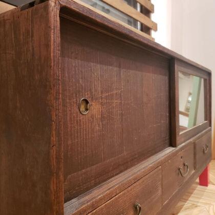桐タンスをリメイクしたテレビボード