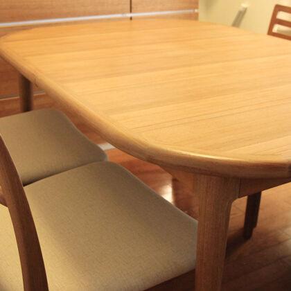 ダイニングテーブルと椅子の差尺
