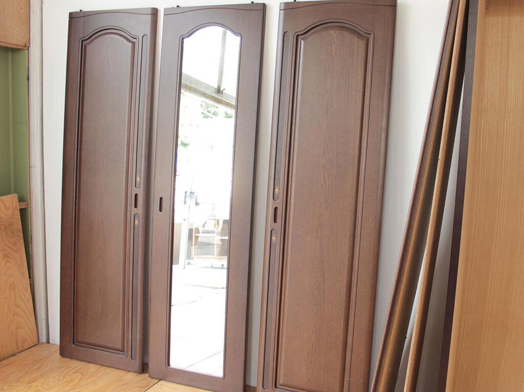 リメイクする和タンスの側板に使用することになった洋服タンスの扉