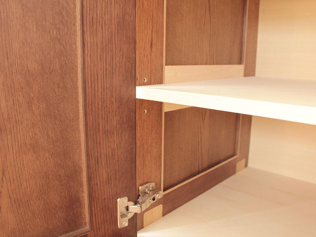 位置を微調節できるダボ式の可動棚