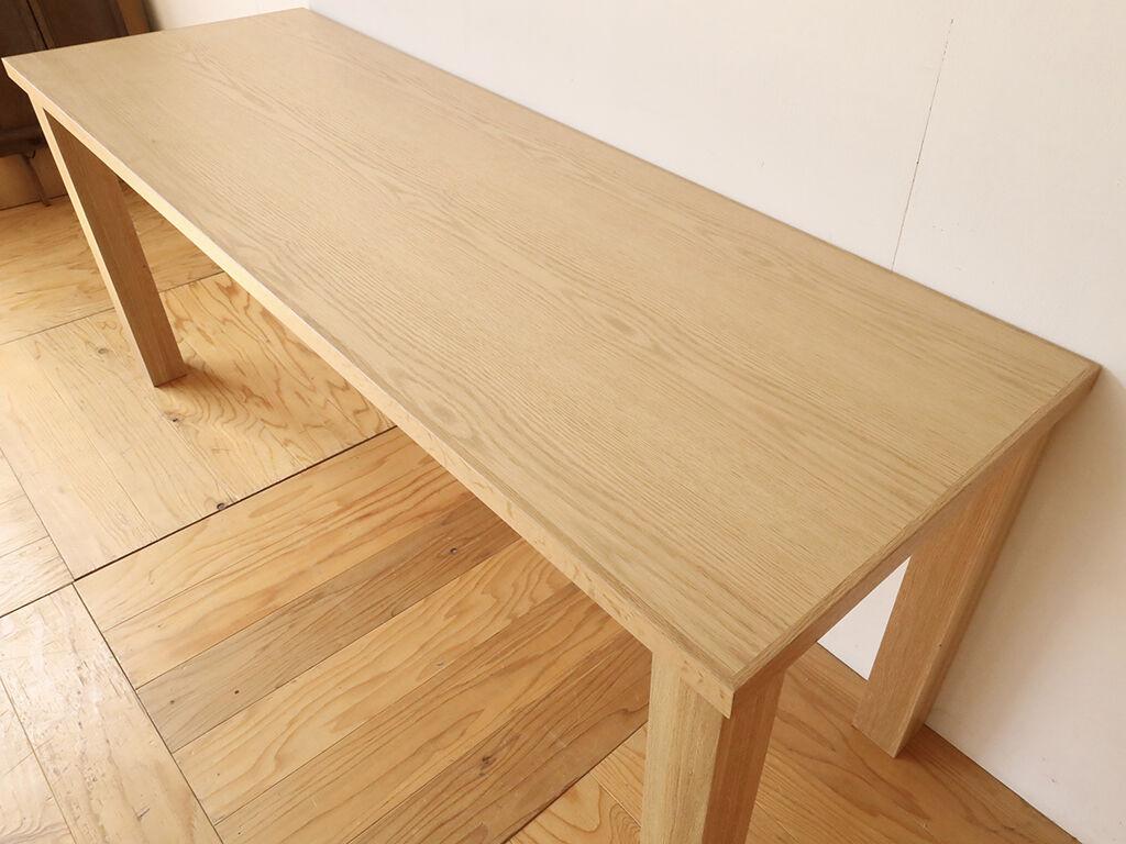 木目の美しさが際立つオーク材のオーダーメイドダイニングテーブル