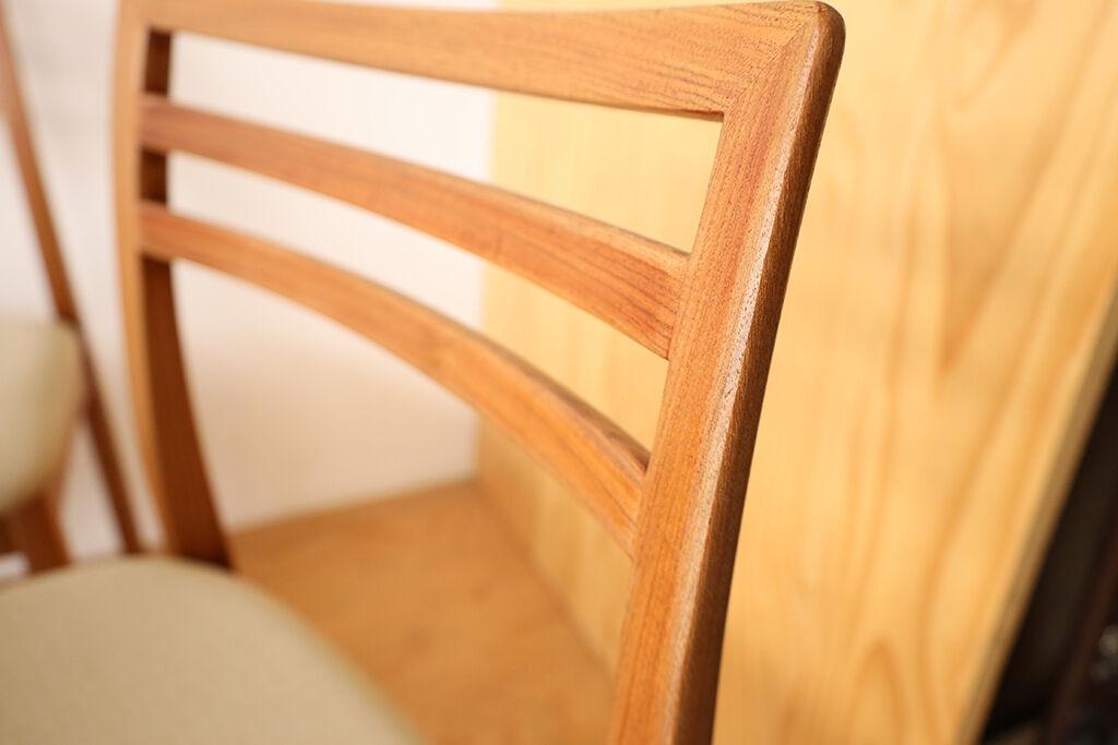 細部まで丁寧に磨き直した椅子のフレーム