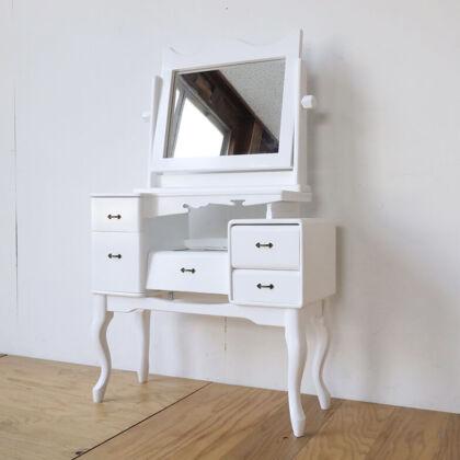 昔ながらの鏡台をリメイクした猫脚付きドレッサー