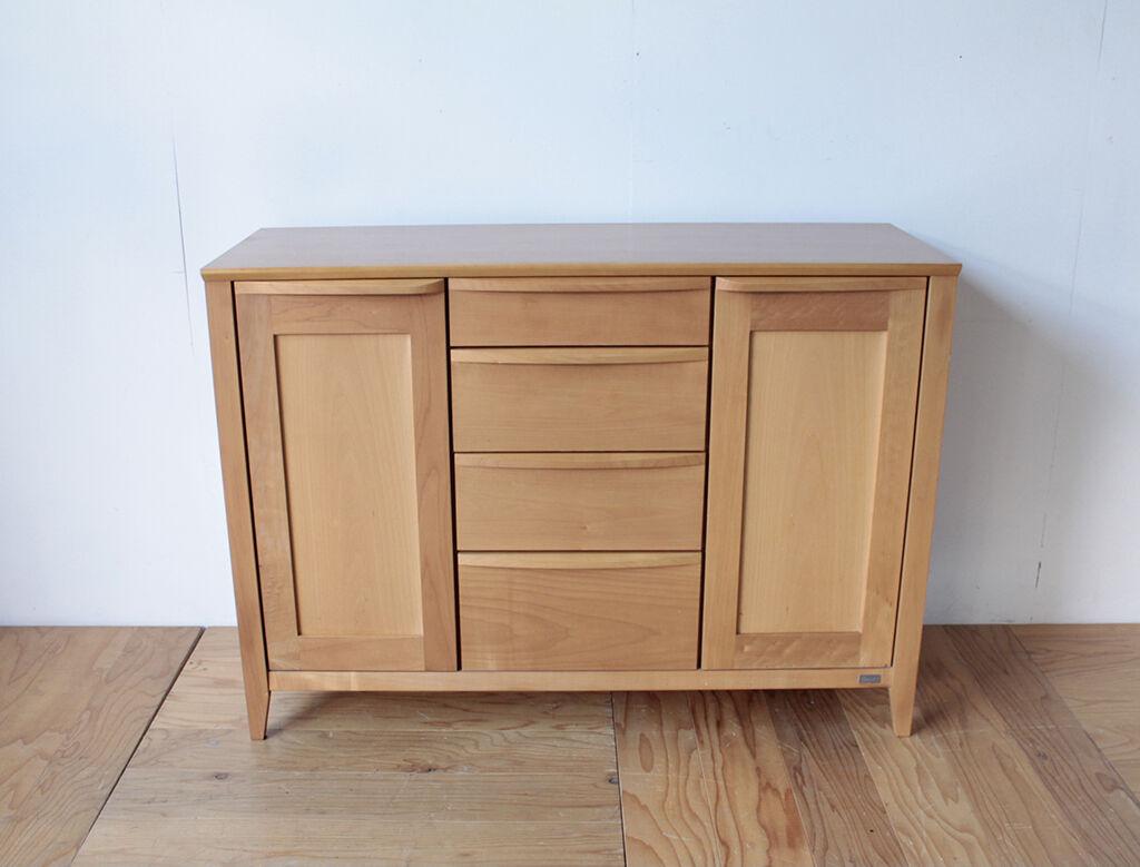 食器棚の下部を生かしてリメイクした食器棚兼キッチン作業台