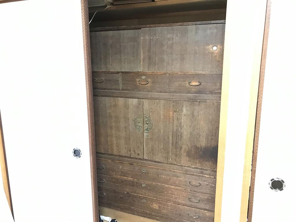 リメイクのご依頼をいただいたお客様のお母様の形見家具である桐タンス
