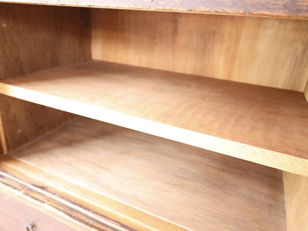 桐タンスの引き戸内部にあった小引き出しなど造作物を取り除き棚板収納に変更