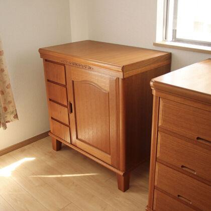 他の家具と高さを合わせてリメイク製作したキャビネット