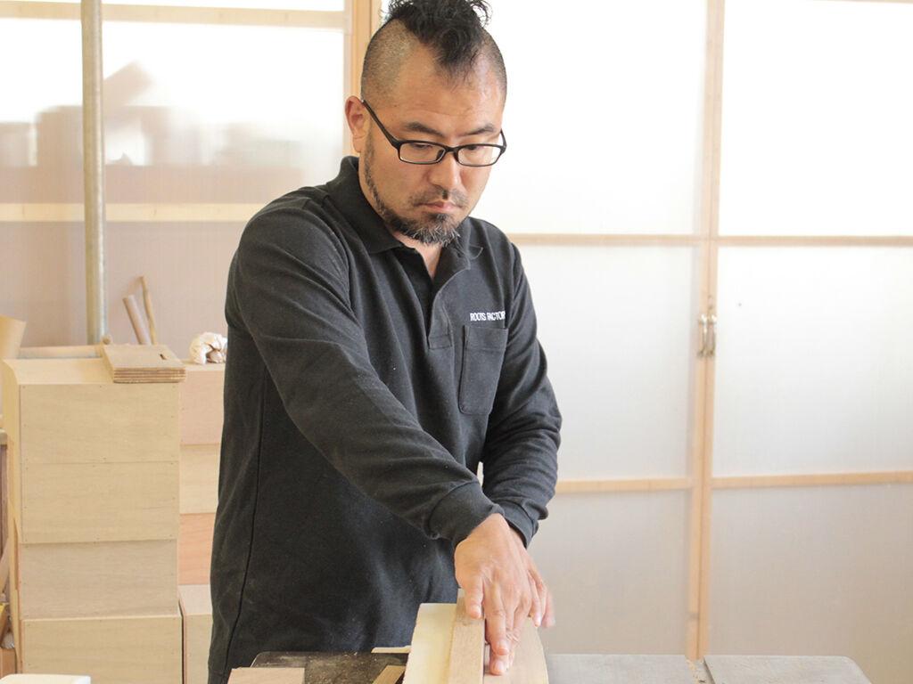 お客様の理想を実現できるよう家具デザインを考える家具作りたいおっさん