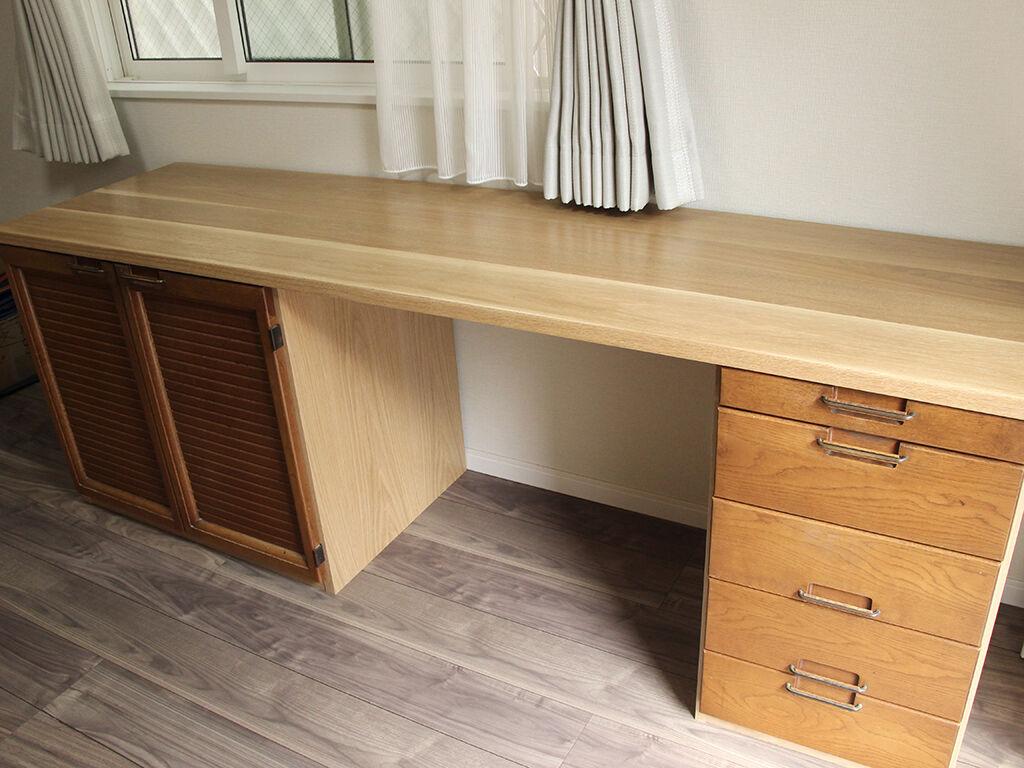 35年の歴史を刻んだ食器棚がデスクに形を変えこれからもお客様の暮らしの中に