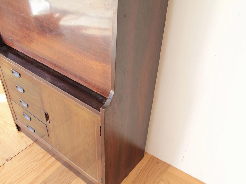 家具の上部のみを使用して高さを抑えたキャビネットにリメイクしたいとご希望いただいた収納付きデスク